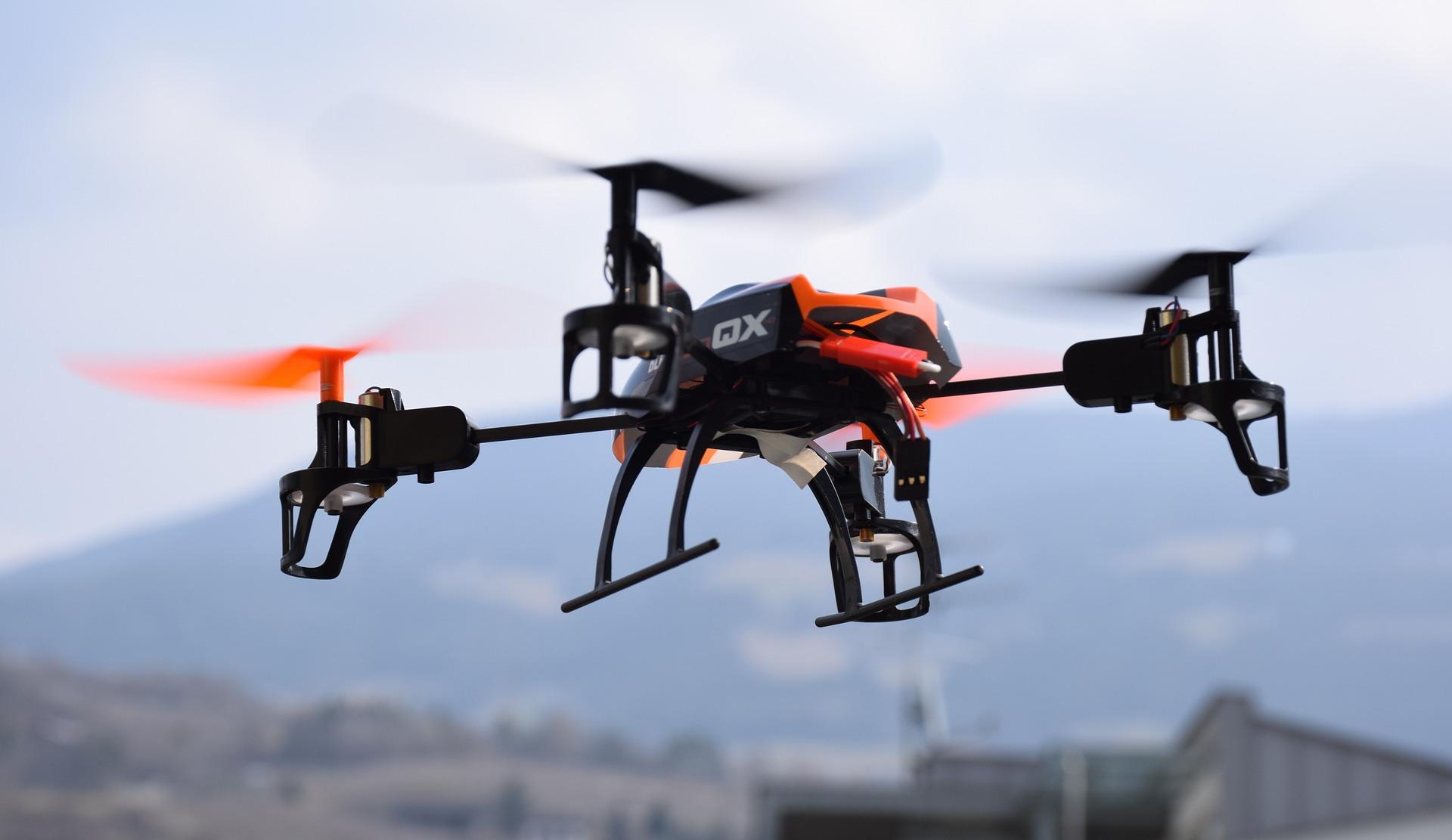 drone-674237_1920